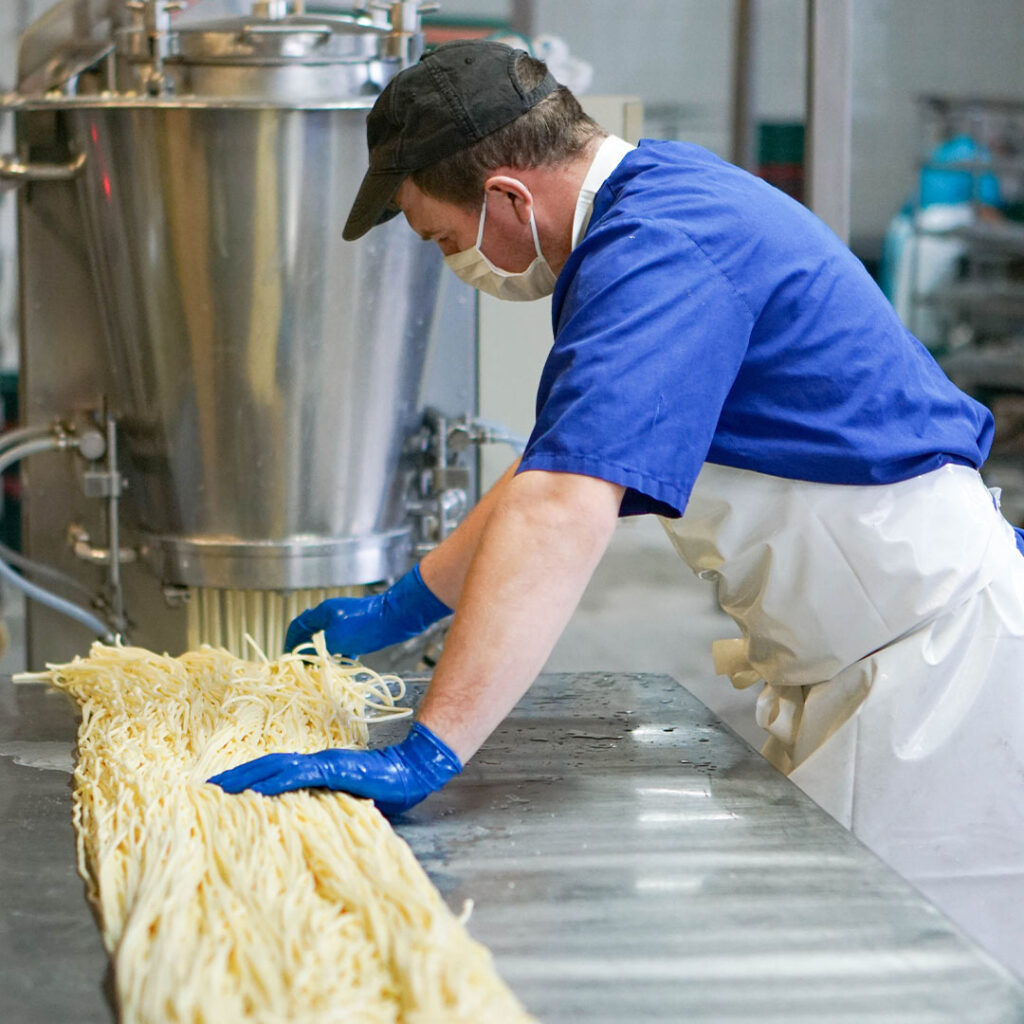 Производство сыра-косички